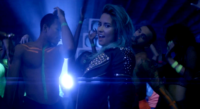 watch now demi lovato�s �neon lights� music video