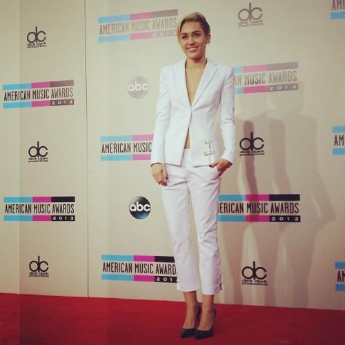 Miley AMA 2