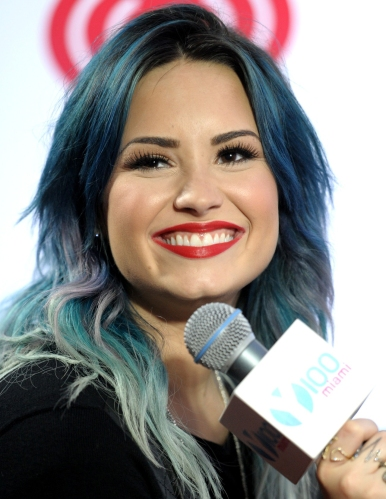 Demi Lovato, Y100's Jingle Ball 2013 - Backstage