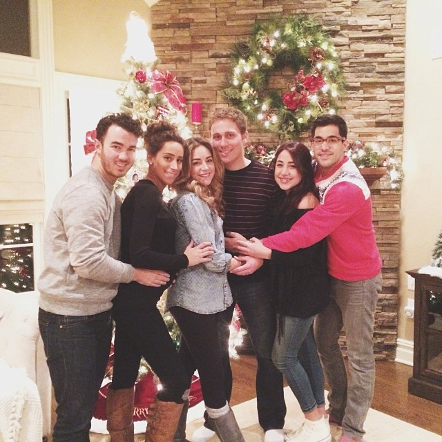 Kevin And Danielle Jonas Help The Deleasas Trim Their ...