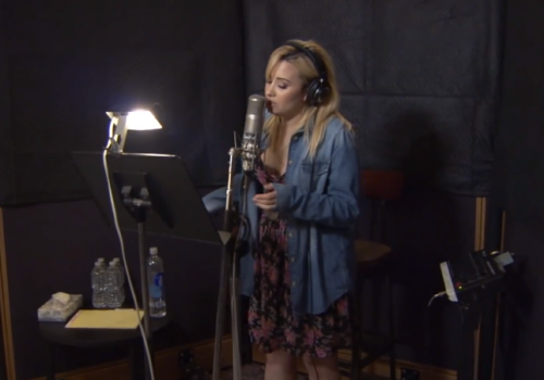 "Demi Lovato recording ""Let It Go"""