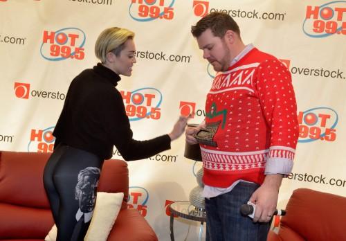 Miley Cyrus Backstage 99,5 Jingle Ball