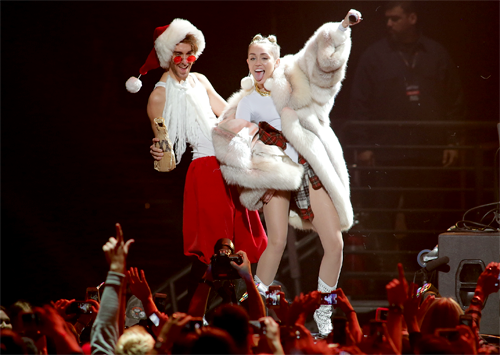 Miley Cyrus, Y100's Jingle Ball 2013 - Show