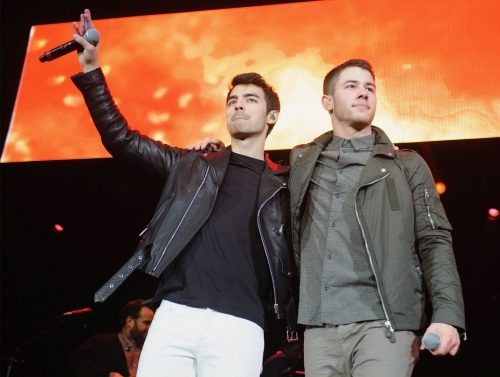 Joe Jonas + Nick Jonas, B96 Pepsi Jingle Bash - Show