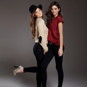 Kendall-Jenner-Kylie-Jenner-Happy-New-Year-2013-24-600x600