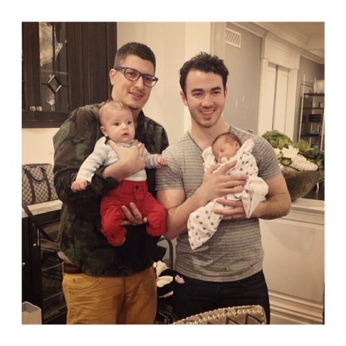 @carollago: The proud daddys #BabyJames #BabyAlena