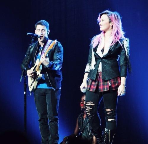 Nick Jonas + Demi Lovato - Neon Lights Tour - Vancouver, BC