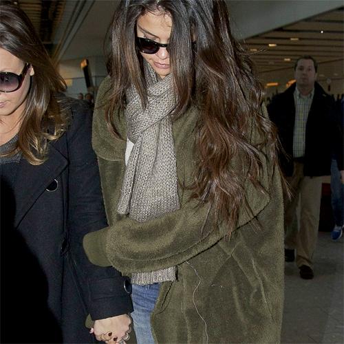 Selena Gomez, Samantha Droke