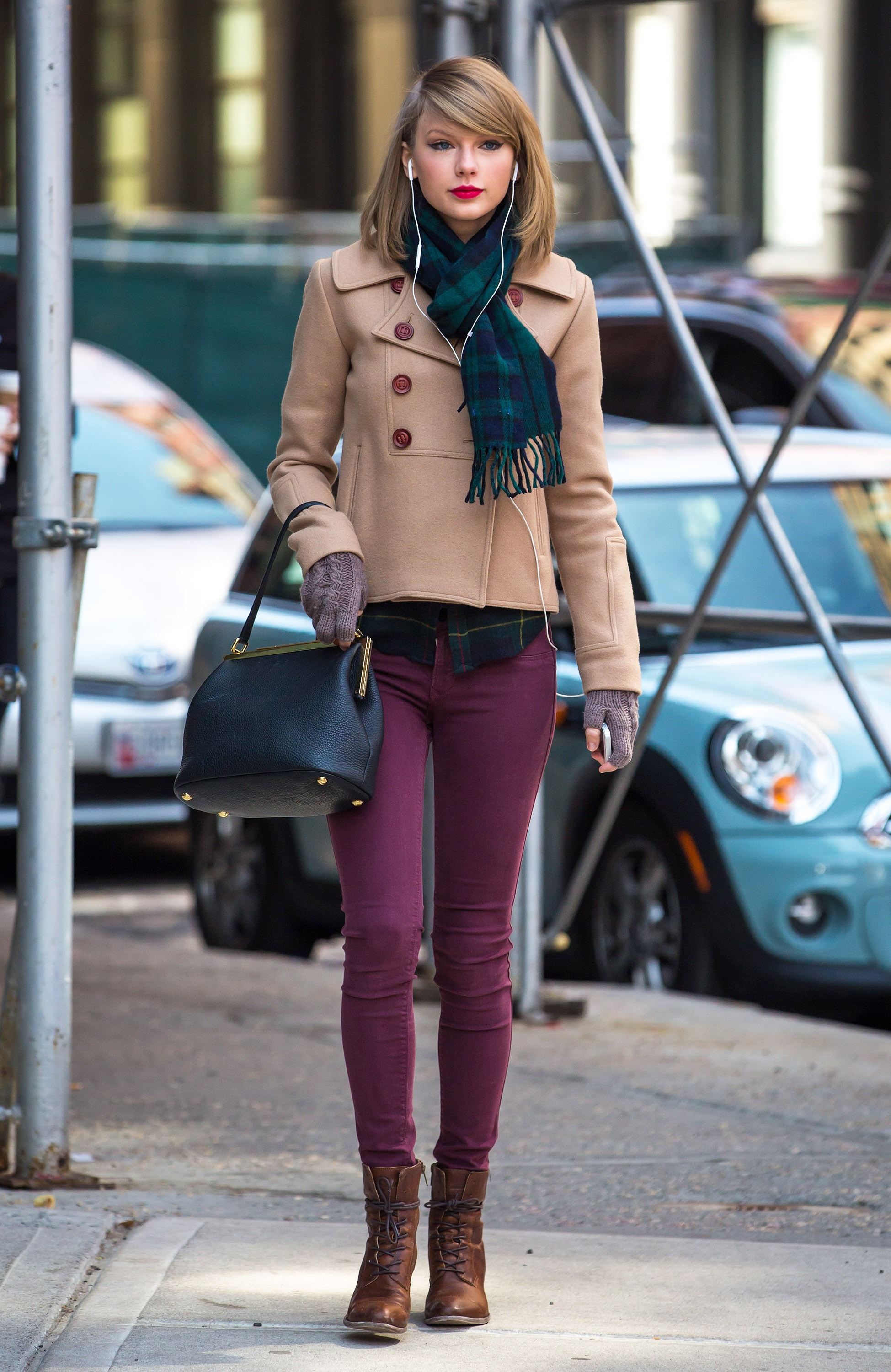 Taylor Swift Brings Touch Of Spring To Cold NYC Streets ...