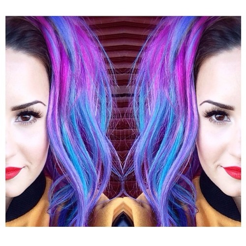 @jenatkinhair (Jen Atkin): Having our own Coachella moment today with this cutie. 💜 @ddlovato @jillpowellglam 💙#TodayOnSet #DemiLovato thx @georgepapanikolas 4 the awesome color!! 💖