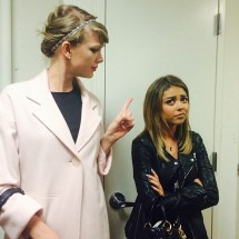 """@therealsarahhyland: When your mom gives you """"the finger""""... #donttellmewhattodo @taylorswift"""