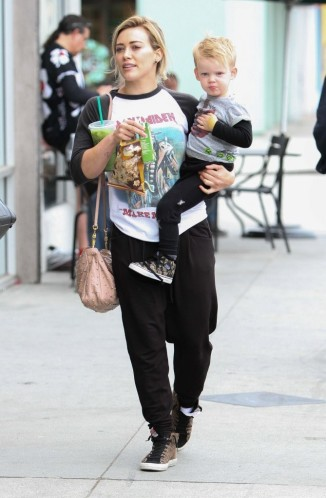 58081096_hilary-duff-with-her-son_1