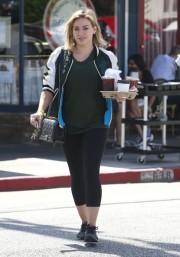 Hilary+Duff+Busy+Saturday+Morning+DMXADXK-Eypl