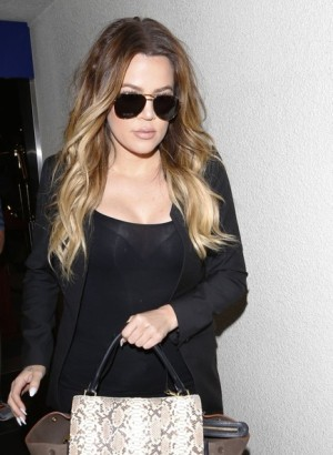 Khloe+Kardashian+Khloe+Kardashian+Takes+Flight+yy2Y60ceBKCl
