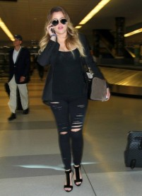 Khloe+Kardashian+Lands+JFK+Airport+qZq-kF9_v_Ll