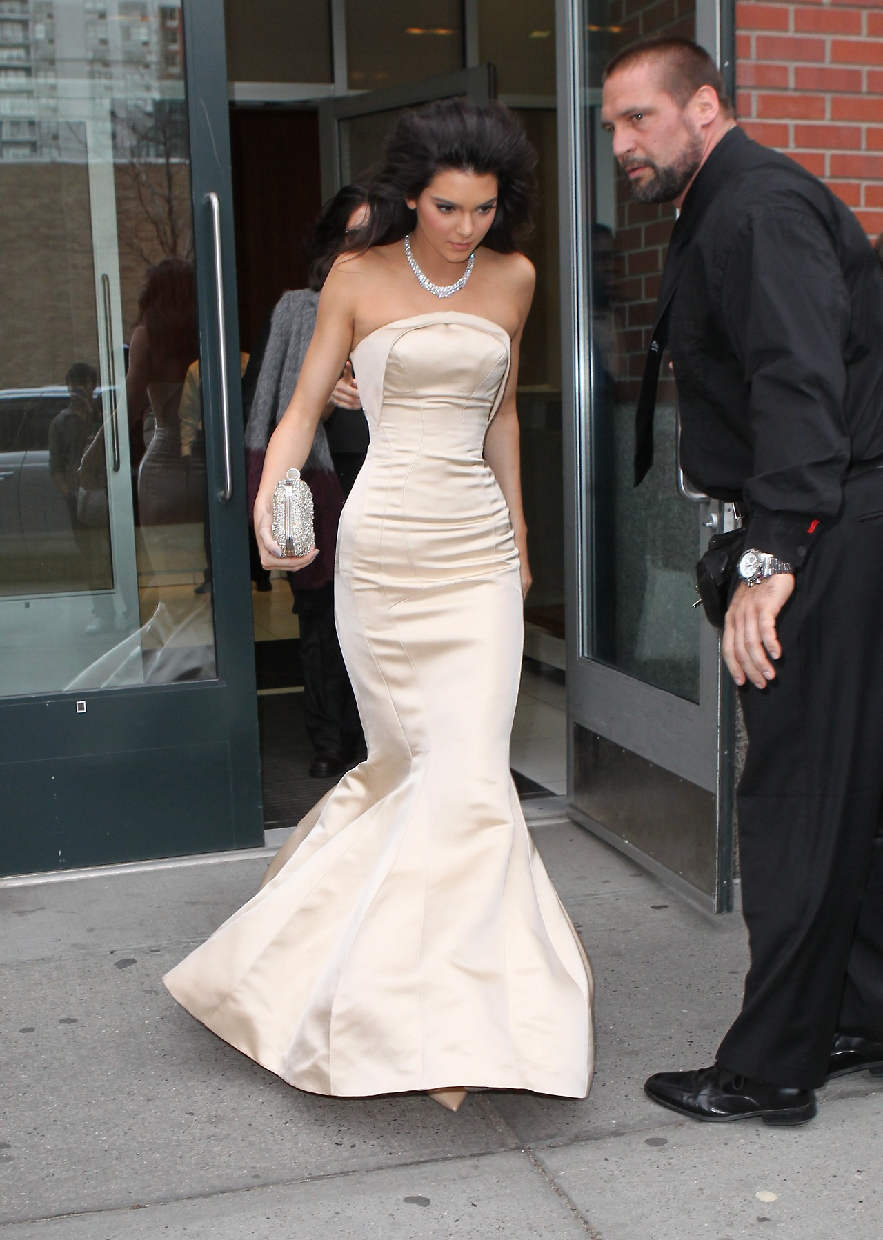 Kendall jenner leaving for tonight s met gala from her apartment