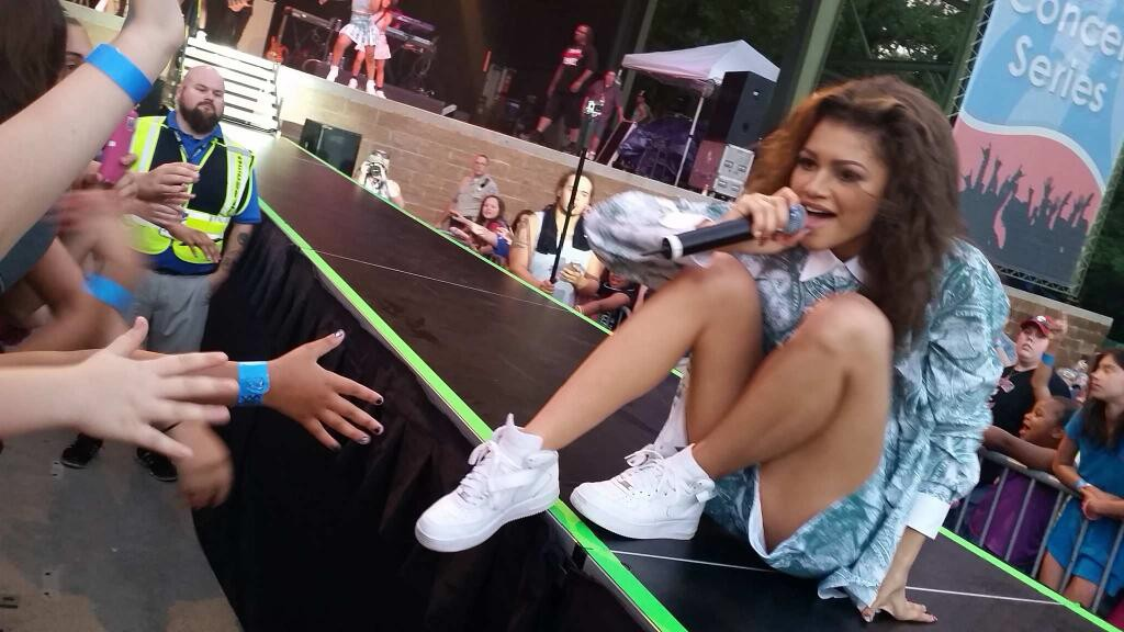 More photos of zendaya coleman rockin the stage teeninfonet