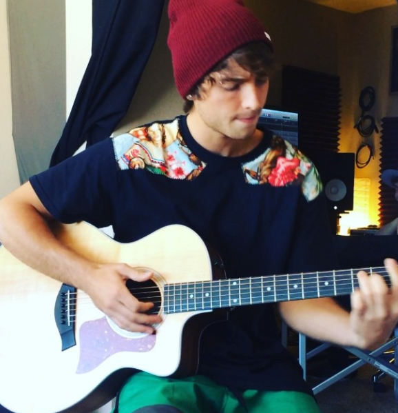 wesley stromberg single 2014 Keaton stromberg wesley stromberg their first single 2014, wesley and keaton under the name emblem3 released a song with the duet jack & jack called cheat.