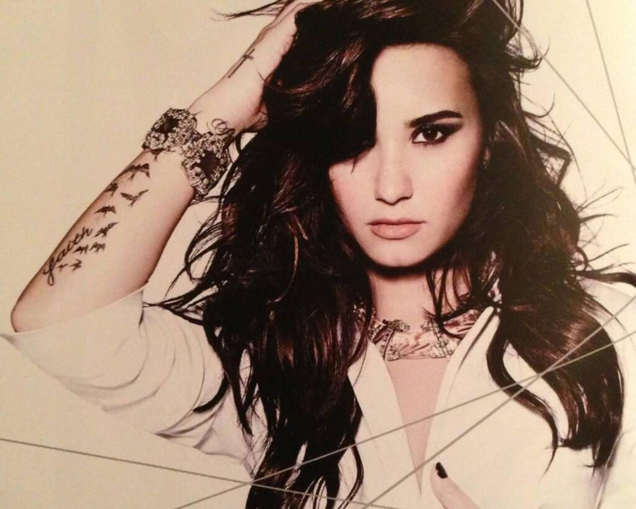 Fotos de Demi Lovato pelada são divulgadas | E! Online Brasil