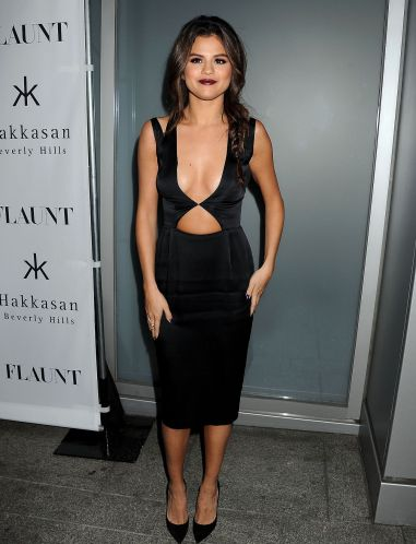 selena-gomez-on-red-carpet-flaunt-magazine-release-party_11