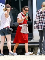 Lea+Michele+on+set+p7u3bGQGhcpl