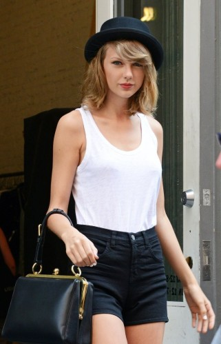 Taylor+Swift+Shopping+In+NYC+R64Pvji5ceux