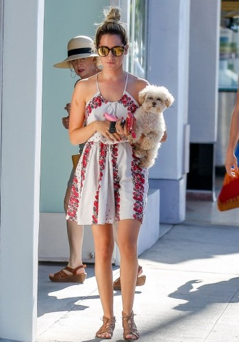 Ashley_Tisdale Aug 9 stroll