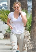 Hilary+Duff+Out+West+Hollywood+n-ceLgsBal1l