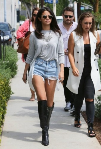 Selena+Gomez+Lunches+Friends+NV3yD58O0y6l