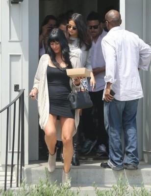 Selena+Gomez+Lunches+Friends+SXCyX7e_ojJl