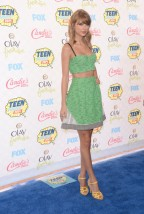 Taylor+Swift+Teen+Choice+Awards+2014+Arrivals+k1hpuNwtthhl