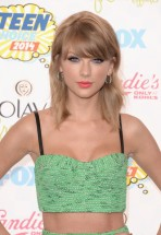 Taylor+Swift+Teen+Choice+Awards+2014+Arrivals+rwTGLbZ9Fl8l