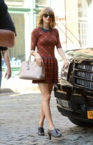 Taylor Swift arriving at the Smile coffee shop in Lower East Side in NYC