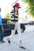 Kendall Jenner go shopping for a new Iphone at the Apple store in Soho