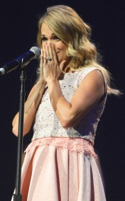 rs_634x1024-140910061313-634.Carrie-Underwood-JR-91014