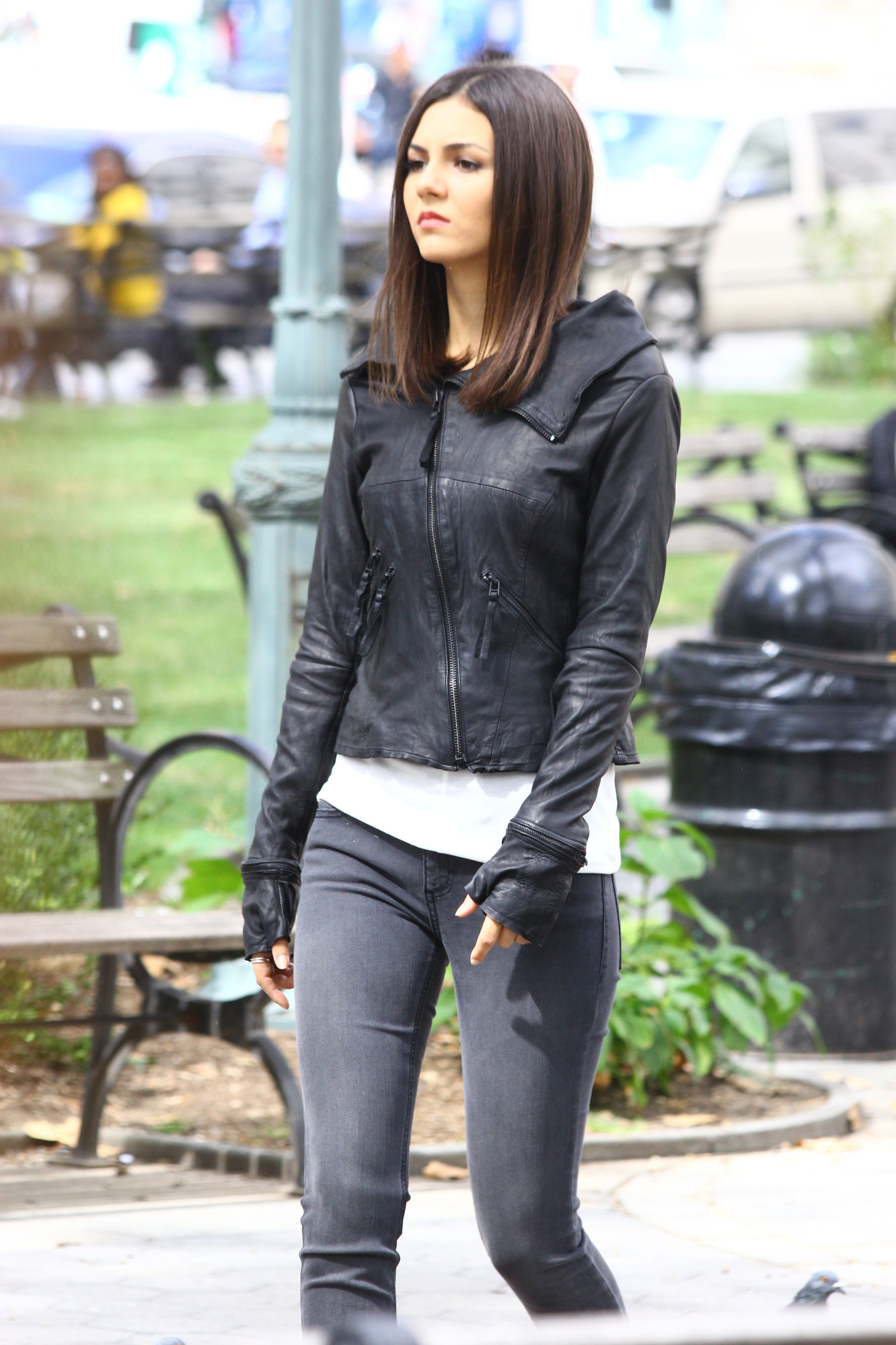 Eye Candy Nails Training: See New Photos Of Victoria Justice On The Set Of 'Eye