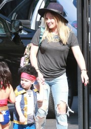Hilary+Duff+Hilary+Duff+Family+Going+Halloween+Z6cmCa95hpjx