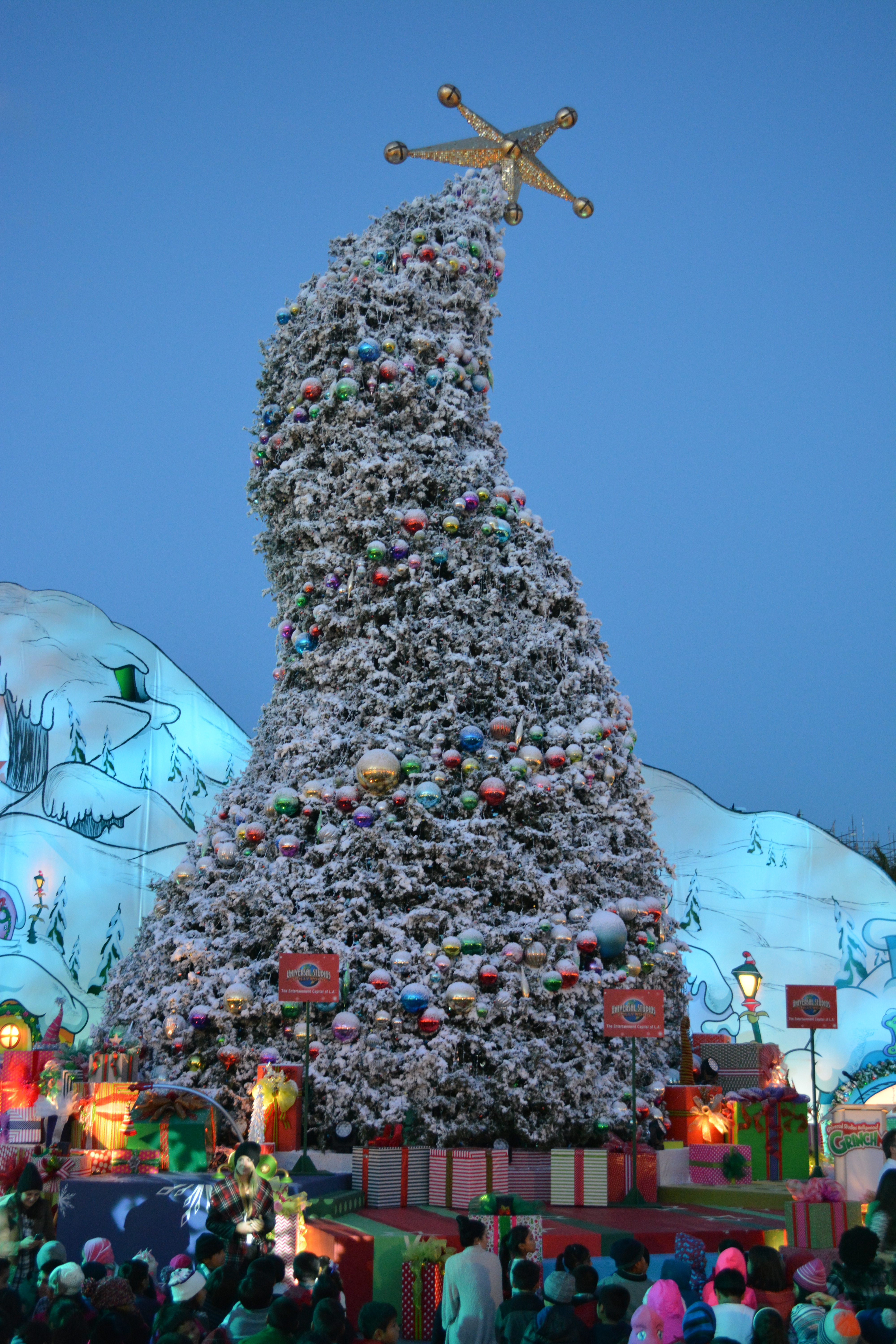 ti exclusive 20 days of grinchmas at universal studios hollywood - When Does Universal Studios Hollywood Decorate For Christmas