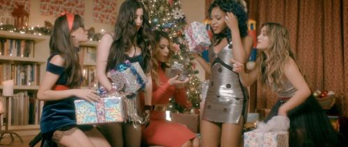 Fifth Harmony Christmas.Fifth Harmony Spreads Holiday Cheer With All I Want For