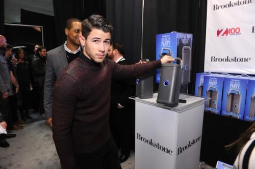 Nick+Jonas+Z100+Artist+Gift+Lounge+vhe-ZvOiL9wl
