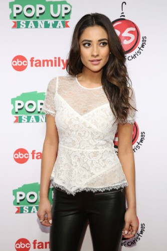 Shay+Mitchell+ABC+25+Days+Christmas+Celebration+HEkNLoj1NDSl