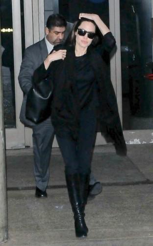 Angelina+Jolie+Angelina+Jolie+Touches+Down+Ty_Z5f3zv0ul