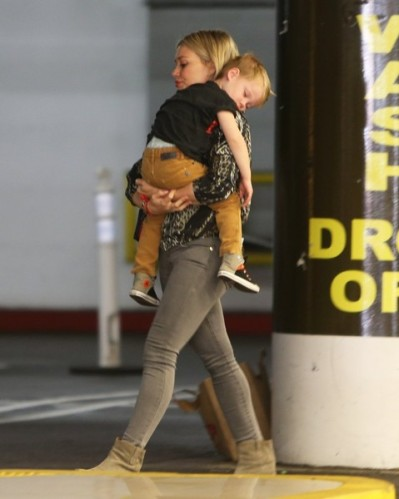Hilary+Duff+Takes+Son+Build+Bear+Workshop+o6rjwqozgY4l