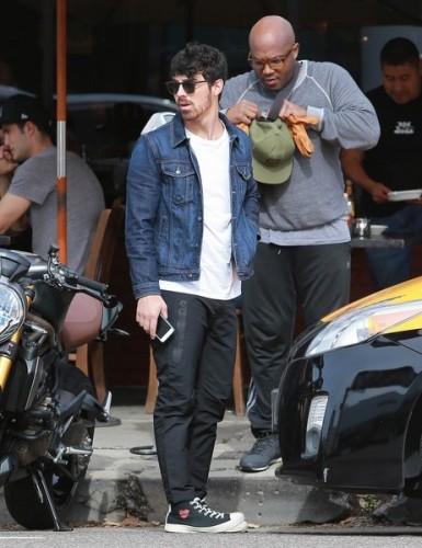 Joe+Jonas+Lunches+King+Road+Cafe+45cKF-mfY2Ol