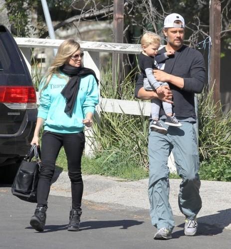 Fergie+Josh+Duhamel+Stop+Visit+Friend+House+JpJyUY9qj-xl