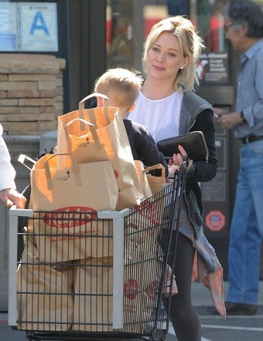 Hilary+Duff+Shops+Groceries+Luca+dlPCbNtJfvbl