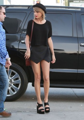 Taylor+Swift+Stops+Stops+Studio+Hollywood+rBe1w01I8kzl